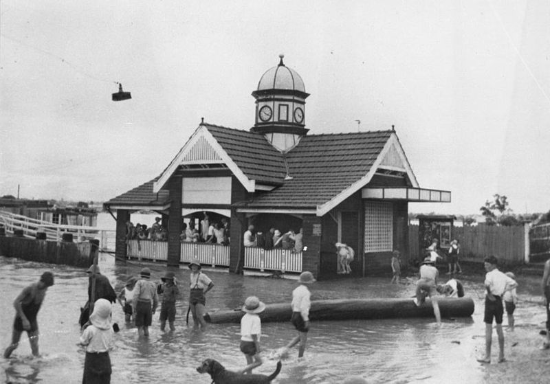 Bulimba Ferry Terminal during 1890 floods. No brewery.