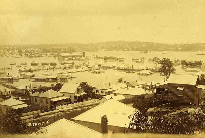 800px-StateLibQld_1_254714_Newstead_inundated_with_1893_floodwaters